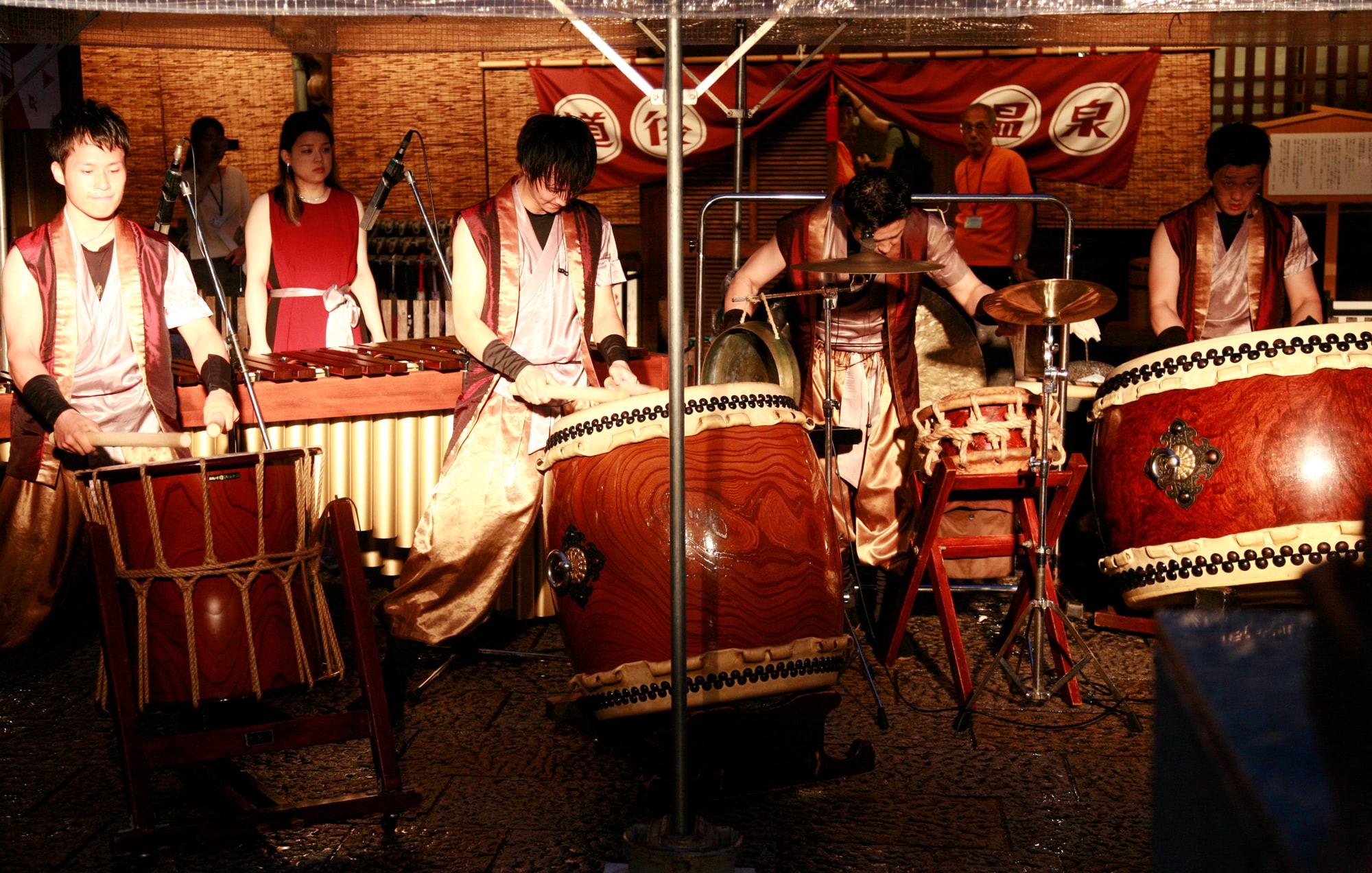 気鋭の打楽器集団GONNAによるプロジェクションマッピングと太鼓・マリンバの白熱のコラボライブ